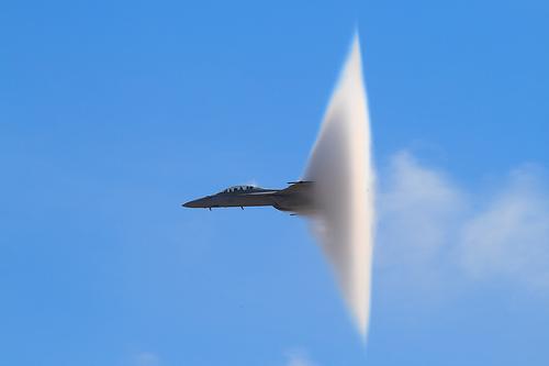 Santa Domenica Talao, ancora una volta un aereo da caccia sfonda il muro del suono