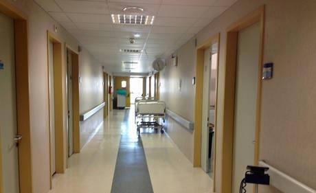 Cosenza | Ospedale Annunziata, il dramma di una donna lasciata per sette ore su una barella in preda a dolori lancinanti