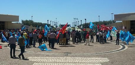 Calabria| Cittadella regionale, Cgil, Cisl e Uil protestano per sollecitare 'politiche attive per il lavoro'