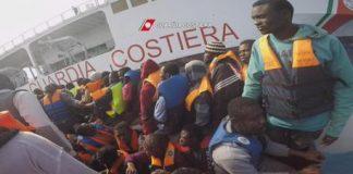 Vibo Valentia | Nave con 1223 migranti, a bordo un centinaio di minori, 30 donne incinte e un morto