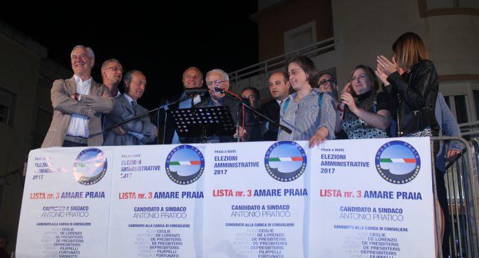 Elezioni Praia a Mare, un verdetto scontato: il video del bagno di folla che ha accompagnato Praticò all'ultimo comizio