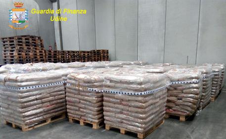 Gdf Udine scopre truffa import pellet da 2 milioni di euro in sette regioni, c'è anche la Calabria