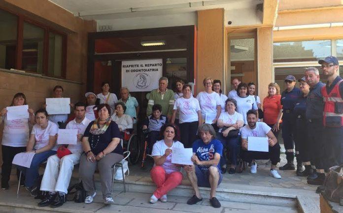 Ospedale di Cetraro (Cs) | Odontoiatria sociale, l'appello di Mamme indispensabili: 'Riaprite il reparto, i nostri figli devono curarsi'