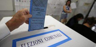 Catanzaro | Fotografa voto con smartphone all'interno della cabina, denunciato