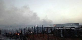 Incendio in tendopoli San Ferdinando (Rc), occupanti impediscono l'intervento dei vigili del fuoco