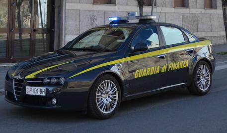 Intasca per anni pensione indebita, Gf denuncia residente fittizio a Scalea (Cs): sequestro per 100mila euro