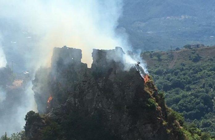 Lauria (Pz) | Incendi, dichiarato lo stato d'emergenza: fiamme devastano abitazione, cittadino chiede l'esercito