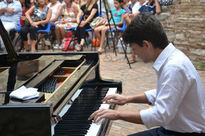 Scalea, Il giovane Lorenzo Maria Aronne nel cast del festival