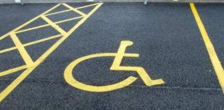 Occupazione parcheggi per disabili, multe poco efficienti: basterebbe il buon senso