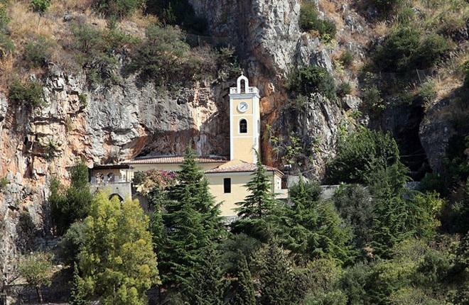 Polemiche Santuario, la lettera dell'amministrazione comunale praiese al Vescovo