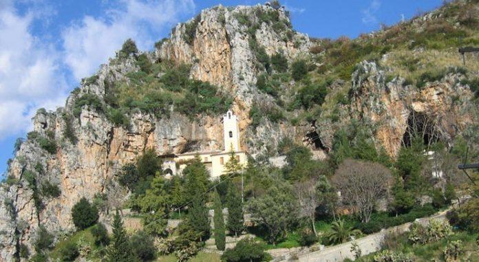 Praia a Mare, degrado e abbandono al Santuario, fedeli scrivono al vescovo Bonanno