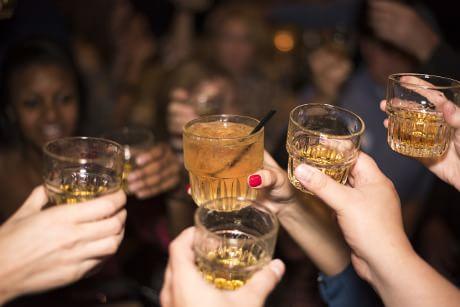 Sesso non protetto, fumo e alcol: minori sempre più a rischio