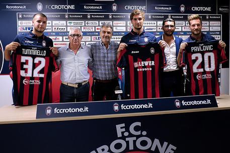 [FOTO] Calcio, Crotone: presentati gli ultimi arrivi