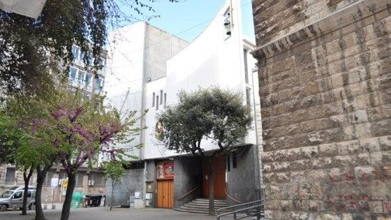 Bari, la mamma di un bambino disabile: «Il prete non lo vuole in chiesa, darebbe fastidio»