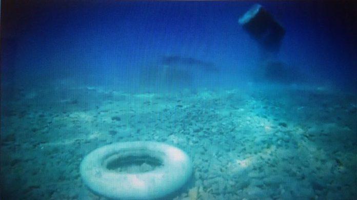 Alto Tirreno cosentino, rifiuti in mare denunciati da anni: ecco le prove