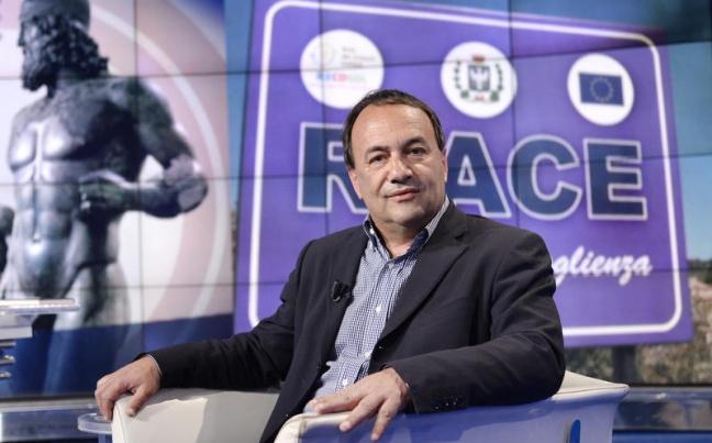 Il sindaco Riace Mimmo Lucano indagato per concussione e truffa aggravata