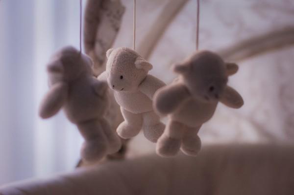 Cirò (kr), esce di casa e lascia i figli di 7 mesi e 2 anni incustoditi: denunciata 20enne
