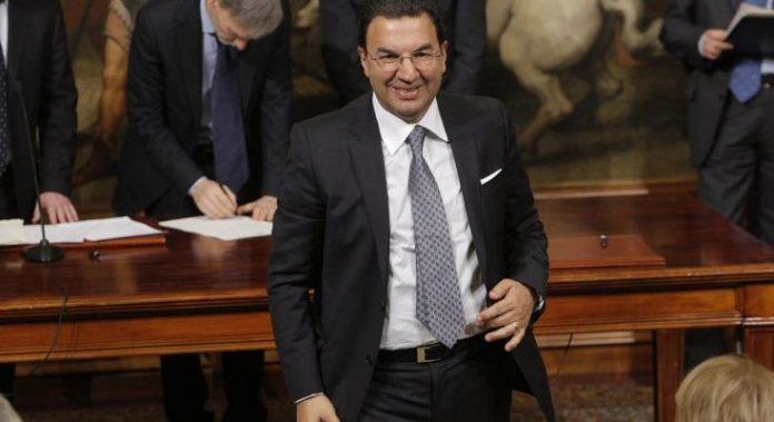 Lo 'spettacolo' di Tonino Gentile: «Da Senatore ad attore il passo è breve»
