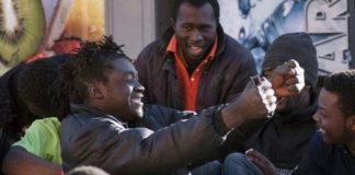 Casalinghe a luci rosse nella casa dei migranti