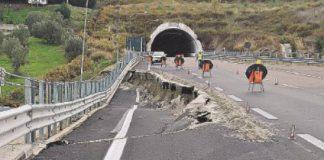 Tratto catanzarese Simeri Crichi - Squillace sprofonda: dopo il cedimento, il crollo