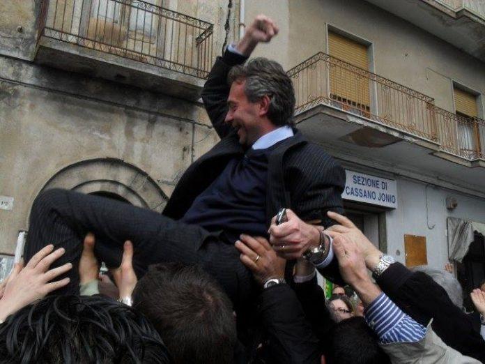 Una sentenza riammette Gianluca Gallo nel consiglio regionale calabrese
