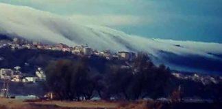 Manto nebbioso ammanta Pizzo: lo straordinario fenomeno immortalato da un cittadino