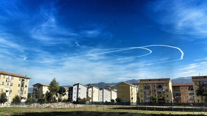 Continuano gli strani voli sui cieli calabresi, le immagini pubblicate ieri dalla rete