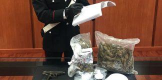 Cosenza, aveva in casa un kg di droga e due pistole: arrestato 27enne incensurato