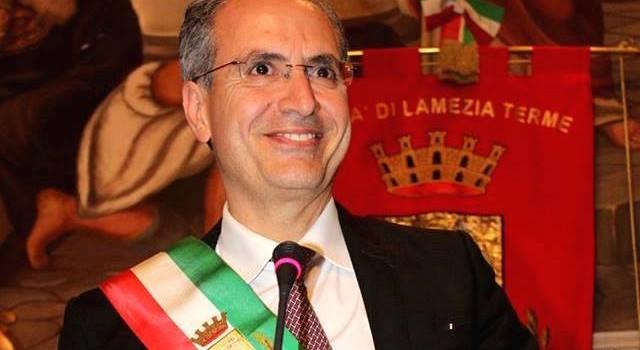 Consiglio comunale a rischio scioglimento, sindaco di Lamezia inizia sciopero della fame