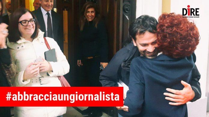 #abbracciaungiornalista, l'agenzia Dire lancia campagna contro attacchi a giornalisti
