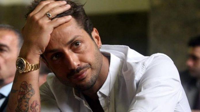 Fabrizio Corona, a Locri il Pm indaga per riciclaggio