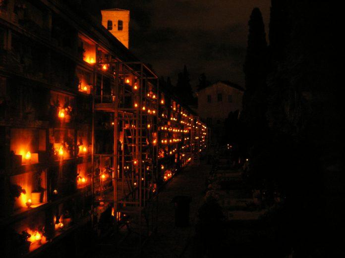 Lettere alla redazione: «Al cimitero di Marcellina sparisce ogni cosa, persino le candele»