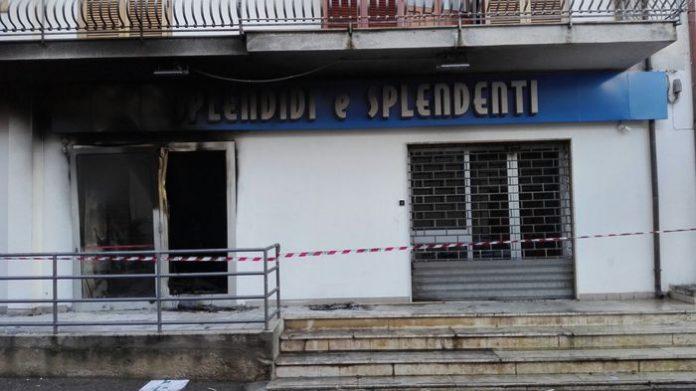 Calabria, bomba devasta negozio prima dell'apertura