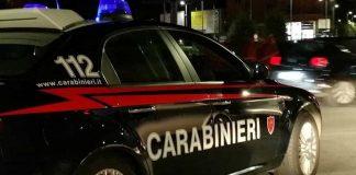Notte di fuoco in Calabria: colpi di pistola contro diversi mezzi, incendiati un'auto e un portone
