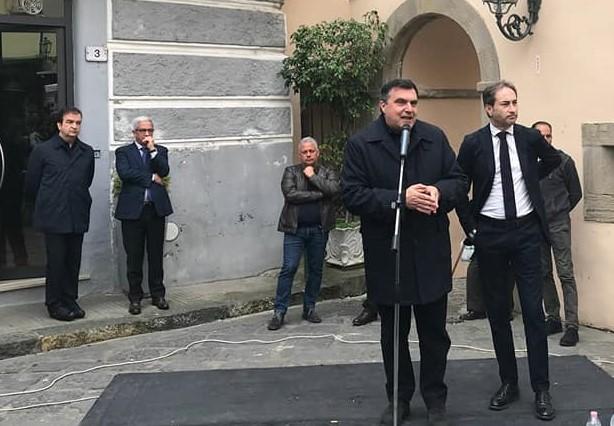 Mobilitazione per infrastrutture riempie la piazza paolana, Di Natale: «Battaglie sociali non hanno colore politico»