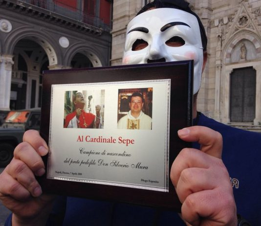 Diego Esposito, vittima di un prete pedofilo, chiama in Vaticano: ascolta le telefonate