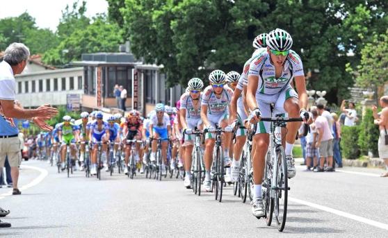 I deputati M5s Orrico e Misiti: «Si denigra il nostro territorio durante il 'Giro d'Italia'»