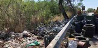 Attivisti denunciano il disastro ambientale lungo la Ss 106
