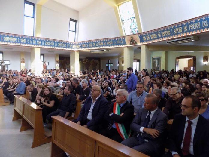 Rossano, l'ultimo saluto a Stanislao, Daria e Pier Emilio: le immagini dei funerali
