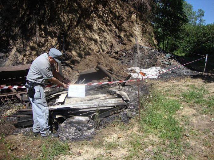 Brucia residui e provoca incendio, denunciato un operaio a Celico