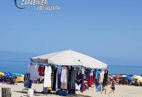 Pizzo, occupano spiaggia per vendere: denunciati
