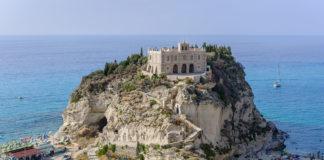 Turismo estivo in calo, tiene la Puglia a +15%, Calabria la peggiore: a luglio -30%