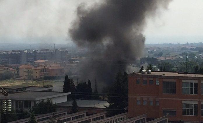 Lamezia, rifiuti bruciati e traffico illecito di scarti: 14 misure cautelari