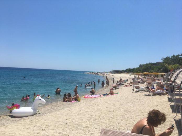 In Calabria finalmente è estate: spiagge affollate, turisti anche in Sila e Aspromonte