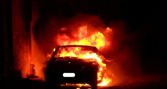 Incendiata l'auto del padre del presidente dell'Asd Catanzaro nuoto