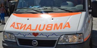Auto contro albero, gravi due giovani nel Vibonese