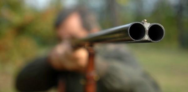 Raid intimidatorio nel Vibonese: 60 colpi fucile contro abitazione e azienda dolciaria