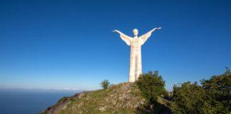 Turisti imbrattano il 'Cristo' di Maratea: denunciati