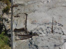 Ponte di San Nicola Arcella: pilastri con cemento scoppiato e ferri arrugginiti e scoperti