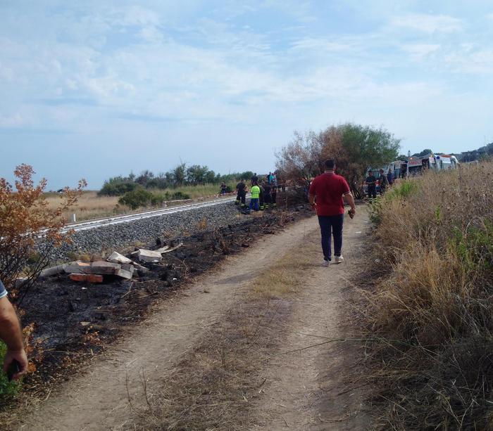 99b98c0636471 Tragedia ferroviaria in Calabria, treno investe famiglia  morti i due  bambini, grave la
